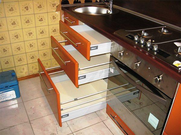Выдвижная модульная мебель для маленькой кухни 4
