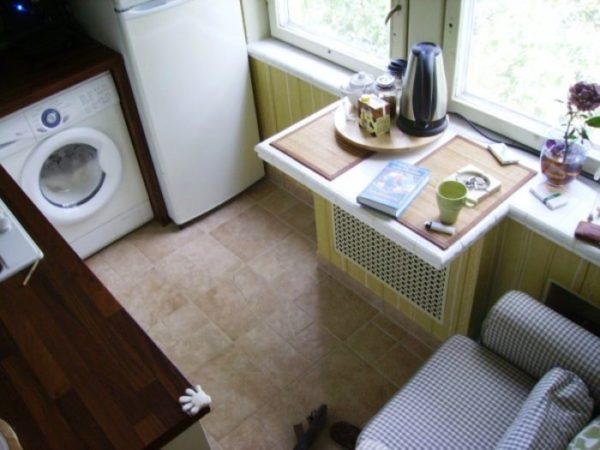 Подоконник -столешница на кухне в хрущевке 7