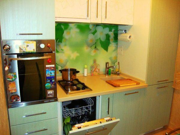 Подоконник -столешница на кухне в хрущевке 2