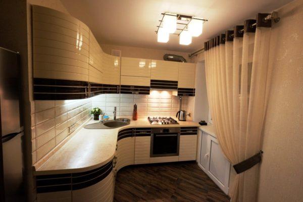Если постараться, то можно даже маленькую кухню превратить в уютное, функциональное и стильное помещение.