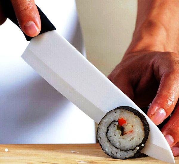 Керамические ножи можно использовать только для прямой резки. Они могут сломаться, если вы будете пытаться таким ножом открывать консервную банку или резать мороженое мясо