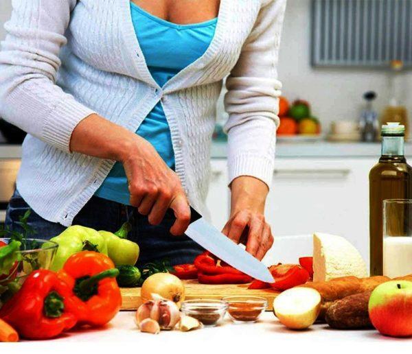 Прежде чем углубиться в историю появления первых керамических ножей, отметим, что многие домохозяйки на собственном опыте убедились, что эти инструменты незаменимы на кухне