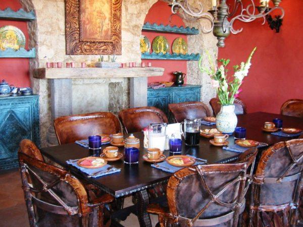 В мексиканском стиле используется мебель из натуральных материалов