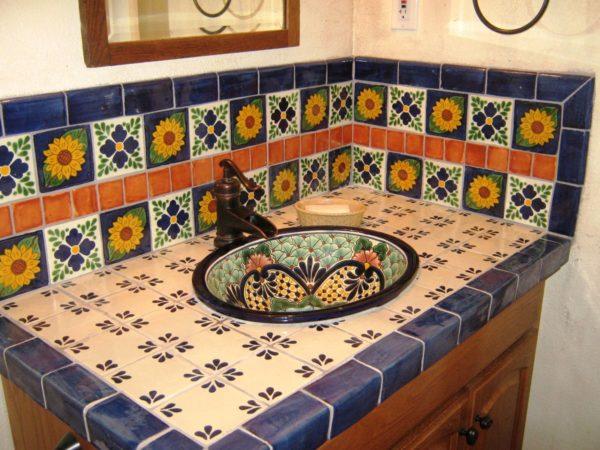 Кованые краны, ручки и прочие аксессуары - являются деталями мексиканского интерьера