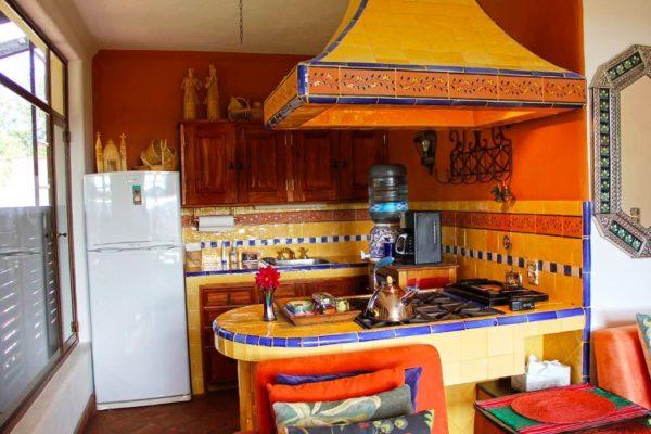Если кухня совмещена со столовой, то мексиканский стиль будет идеальным решением