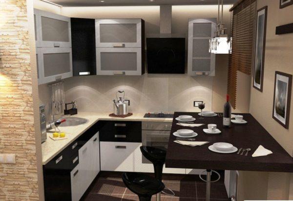 Барные стулья удачно вписываются в обеденное пространство маленькой кухни