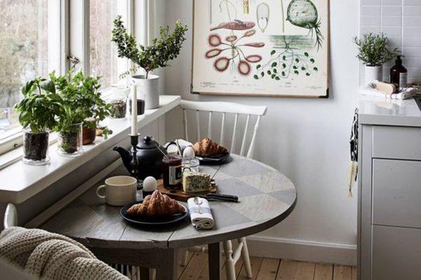 Стиль «бистро» — это идеальный вариант для квартиры, в которой проживает всего два человека. Кроме того, это очень романтичный и оригинальный способ оформить кухонный интерьер