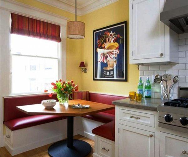 Дивани в обеденной зоне на маленькой кухне 1