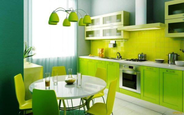 Сочетание ярко зеленого и белого создают удивительный интерьер