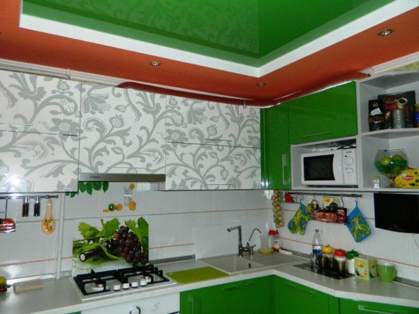 Декор потолка на кухне 3