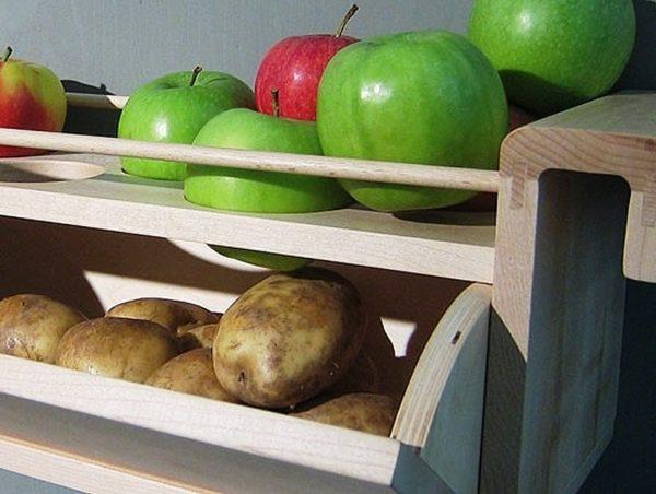 Картофель, хранящийся с яблоками не будет прорастать