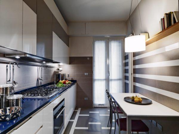 Стиль минимализм - самый подходящий для малогабаритной кухни
