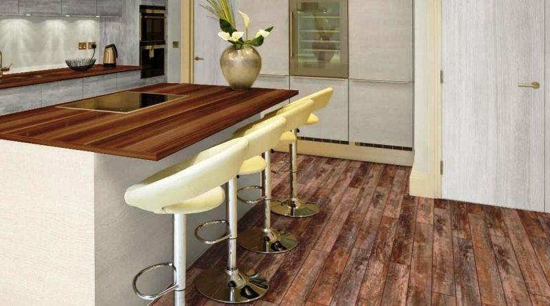 Напольные покрытия из ламината и паркета на кухне