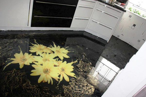 Наливной пол на кухне 1