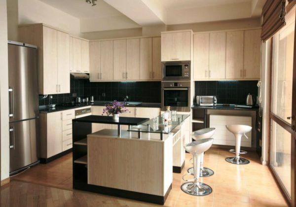 Угловые кухонные гарнитуры создавают креативный и уникальный дизайн интерьера