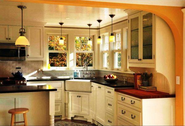 Угловая кухня с окном 2