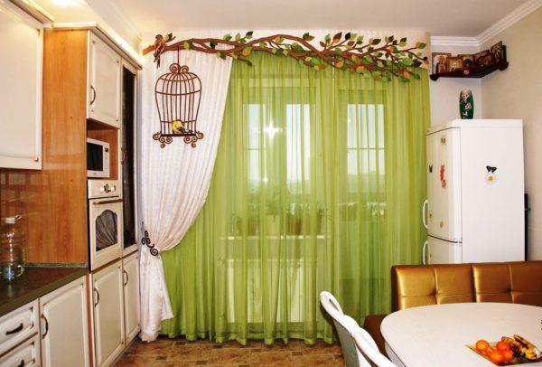 Важно правильно подобрать подходящий вариант гардин, штор или занавесок, учитывая особенности кухонного пространства и вид ткани