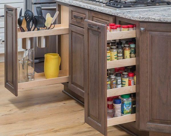 узкие вертикальные ящики на кухне