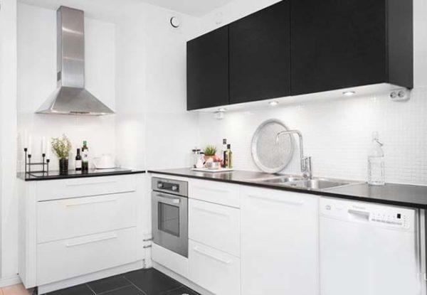 черно-белая кухня черный верх белый низ