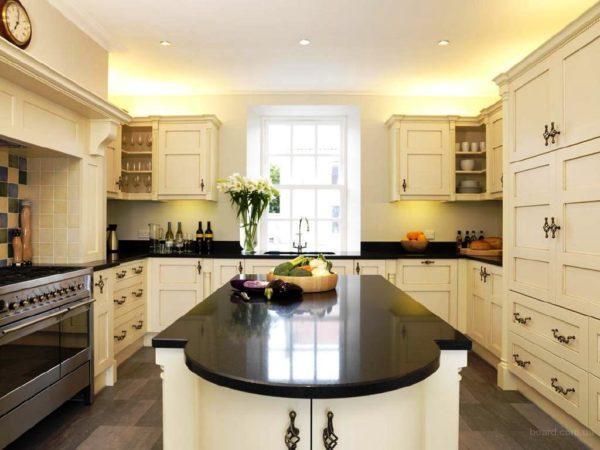 Дизайн кухни с барной стойкой П-образной планировки П-образной