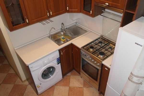 Как разместить стиральную машину в маленькой кухне