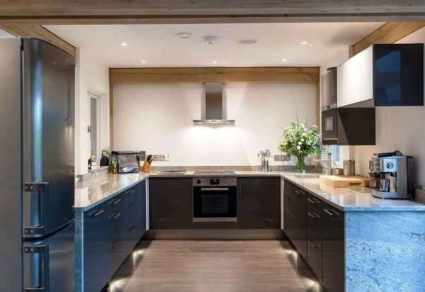 Современный дизайн 9 метровой кухни 2
