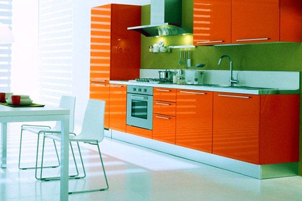 Интерьер кухни в оранжевом цвете