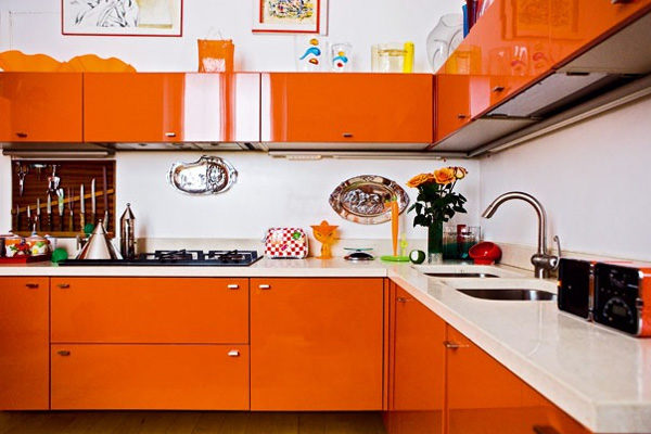 Интерьер кухни в оранжевом цвете фото