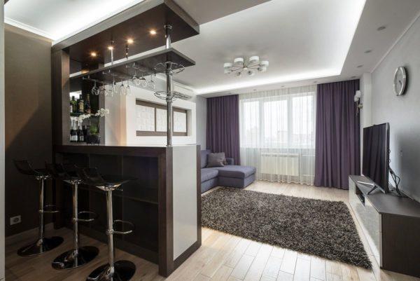 Барная стойка разделяющая кухню и гостиную - это островок для любителей устраивать вечеринки