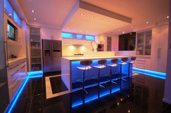 Оригинальная подсветка преобразит вашу кухню