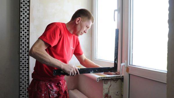 Монтаж окна на кухне лучше доверить профессионалам