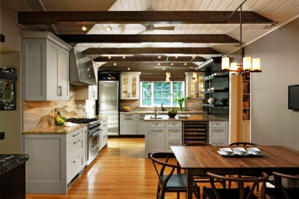 Дизайн кухни с подвесным потолком в стиле Прованс