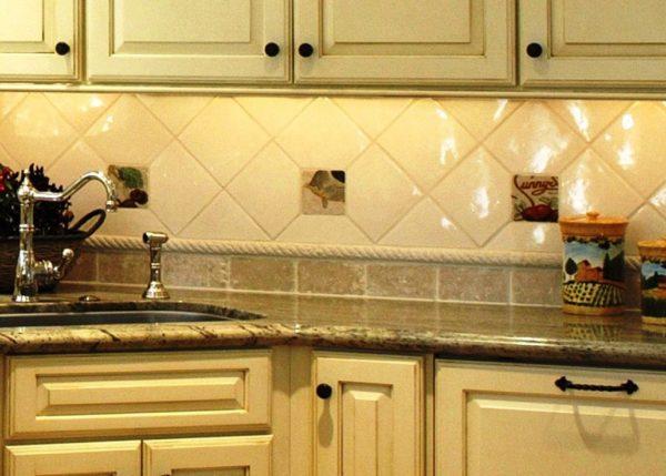 Дизайн кухни когда цвет фартука в тон основному оттенку интерьера