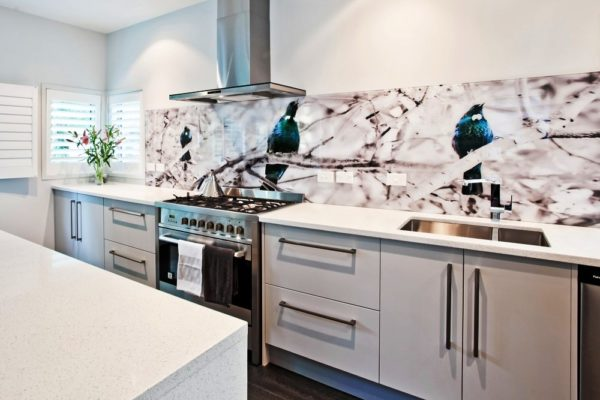 Интерьер кухни в светлых тонах обладает успокаивающими свойствами