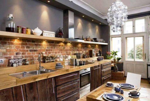 Оригинальный дизайн кухонного фартука выполненный кирпичом в стиле лофт