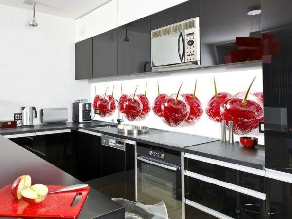 Магия стеклянных поверхностей на кухне в рабочей зоне