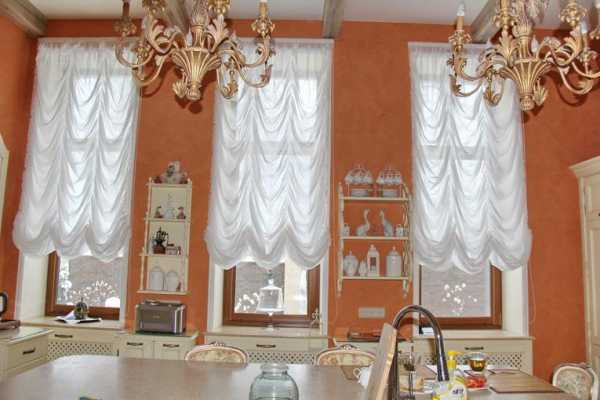 фестонные шторы на кухне