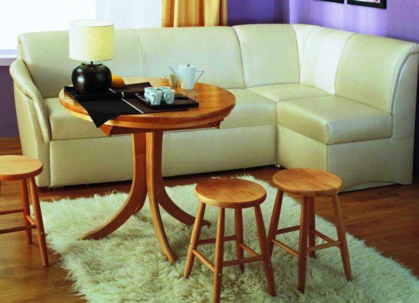 На фото представлен угловой диван для кухни, раскладывающийся в одноместную кровать