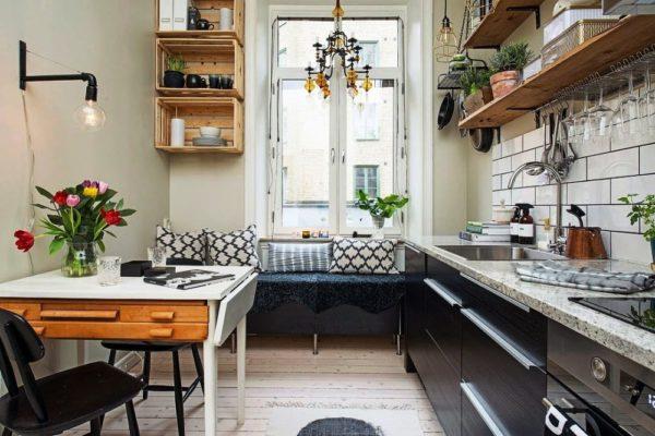Наряду с практичностью помещения, все больше хозяек стремятся создавать в стесненных условиях привлекательные, оригинальные дизайны своих кухонь и правильно выбранная мягкая мебель отлично этому способствует