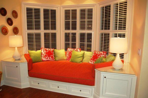 Эркерный диван для кухни