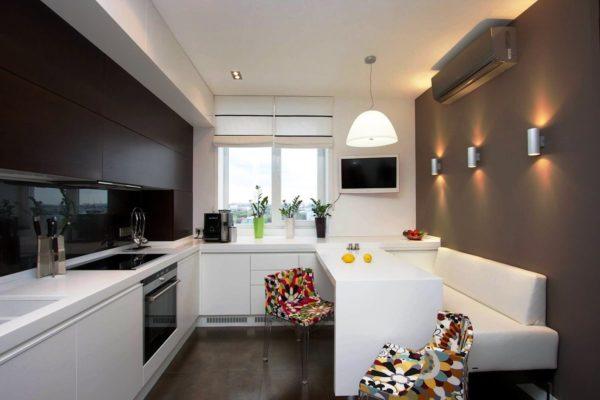 Кухня с диваном в современном стиле