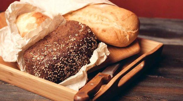 Не храните вместе черный и белый хлеб — вкус белого хлеба от этого портится