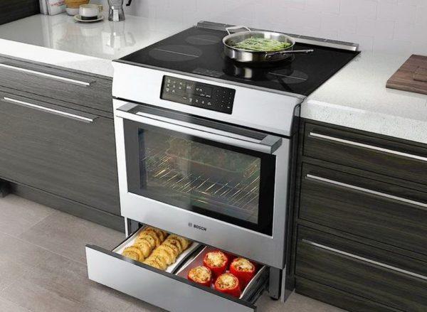 В современных электрических моделях удобный духовой шкаф, представляющий собой полностью регулируемый прибор, обладающий всевозможными «излишествами» и множеством функций для автоматизации процесса, облегчения при приготовлении пищи