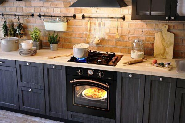 Большим преимуществом газовой плиты является отсутствие ограничений в используемой посуде