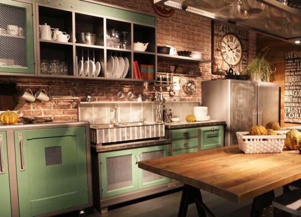 Не стоит игнорировать и открытые места для хранения посуды и пряностей, например, открытых полок
