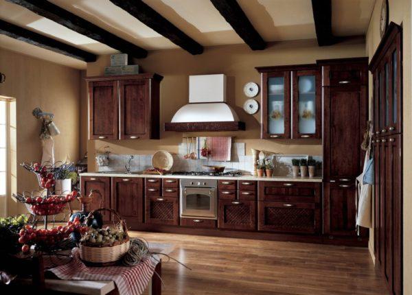 Кухонная мебель часто всего бывает темных тонов