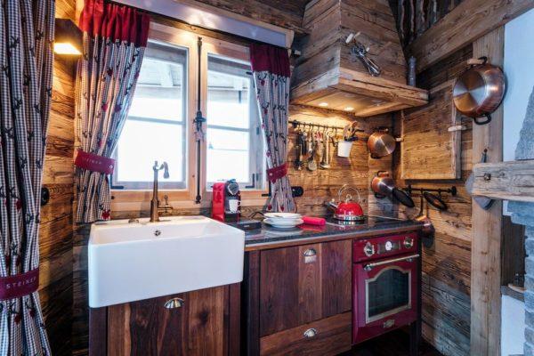 Цветовое оформление кухни в стиле шале