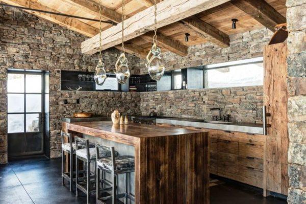 Отделка стен в стиле шале на кухне