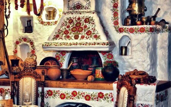 Традиционный украинский декор – чугунки, глиняные расписные сервизы, керамические глечики