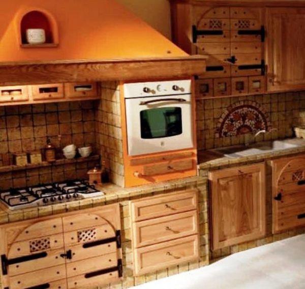 Уместно сделать акцент на зоне плиты, оформив ее в виде портала и украсив изразцами или росписью